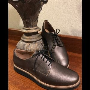 NWOB Clarks Artisan Bronze Metallic Oxfords